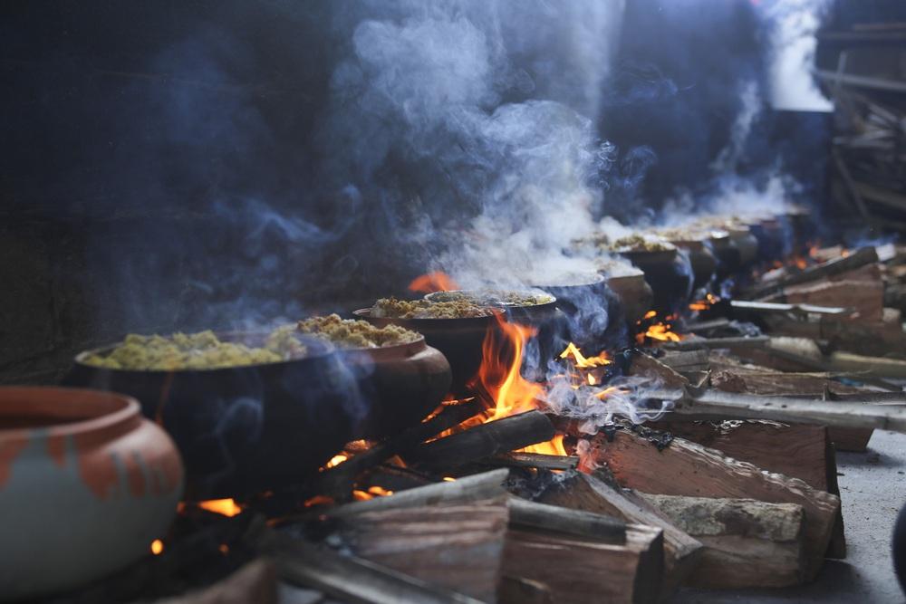 Về làng Vũ Đại xem cả làng nổi lửa kho những niêu cá bạc triệu - Ảnh 4.