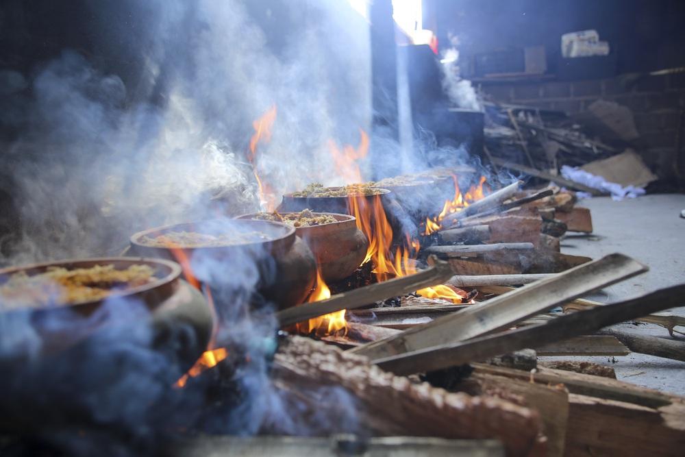 Về làng Vũ Đại xem cả làng nổi lửa kho những niêu cá bạc triệu - Ảnh 8.