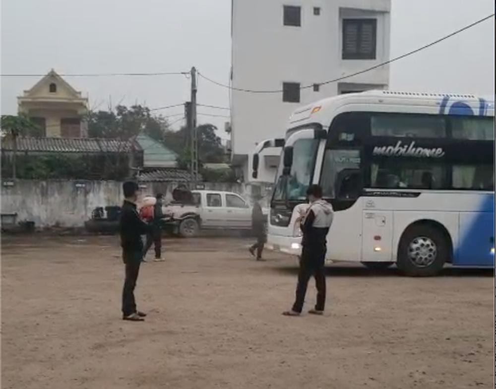 Nghệ An chặn bắt, áp tải xe khách chạy vượt tuyến từ Hà Nội qua Hải Dương đón 14 người từ vùng dịch về - Ảnh 3.