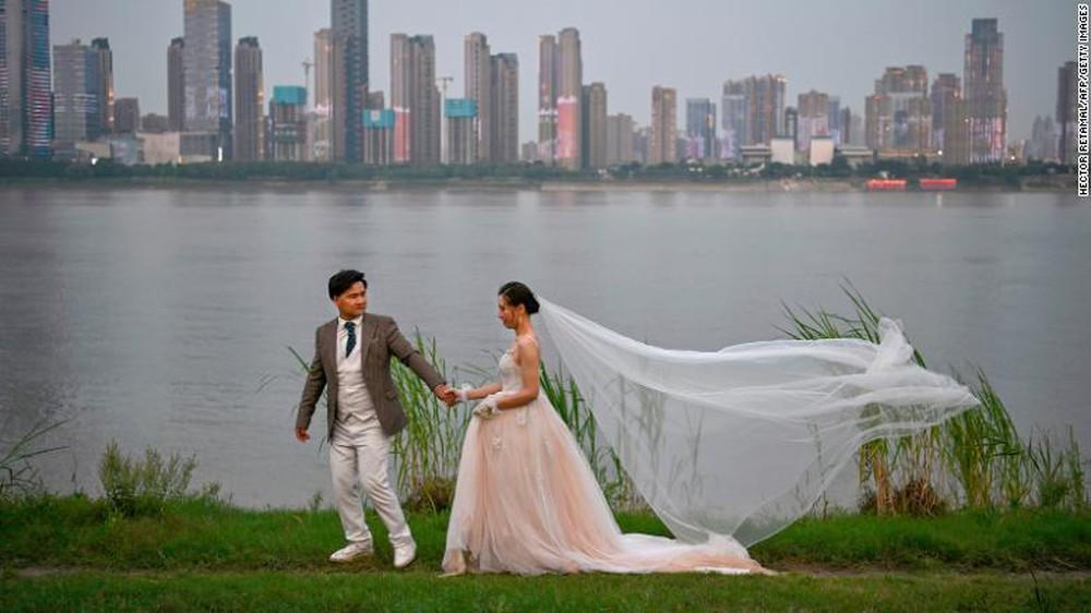 TQ bên bờ khủng hoảng: Khi chuyện người trẻ bao giờ kết hôn trở thành nỗi lo mang tầm cỡ quốc gia - Ảnh 10.