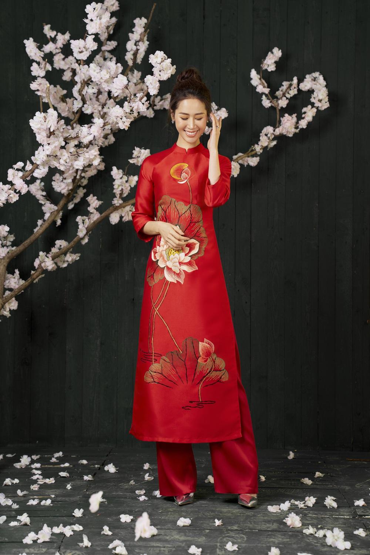 Hoa hậu Dương Thùy Linh duyên dáng với áo dài, khoe nhan sắc trẻ trung tuổi U40 - Ảnh 5.
