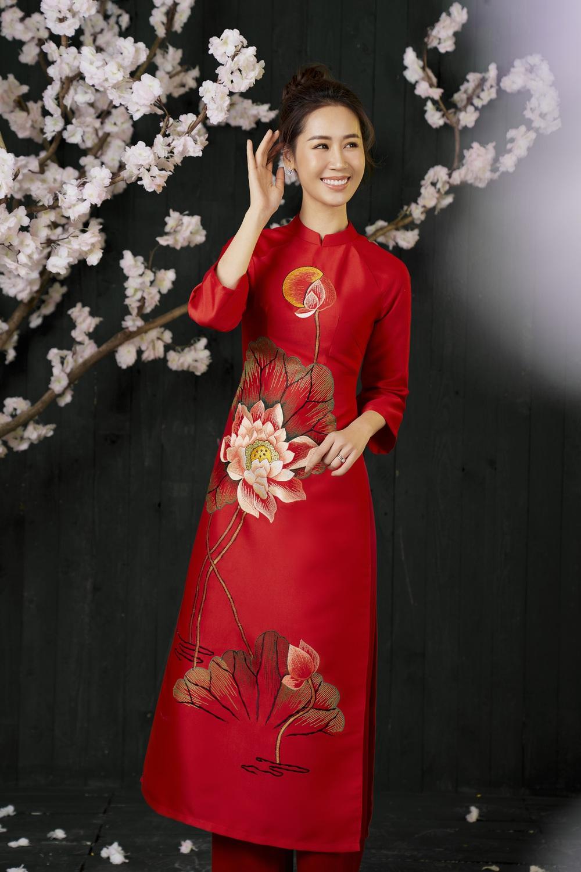 Hoa hậu Dương Thùy Linh duyên dáng với áo dài, khoe nhan sắc trẻ trung tuổi U40 - Ảnh 6.