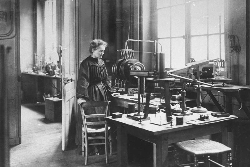 Nhà bác học Marie Curie là ai, tiểu sử và 4 bí mật hàng thập kỷ - Ảnh 1.