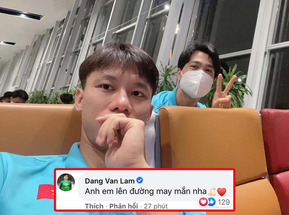 Cảm động: Văn Lâm cổ vũ đội tuyển Việt Nam từ Nhật Bản, Xuân Trường động viên người bị HLV Park gạch tên - Ảnh 1.
