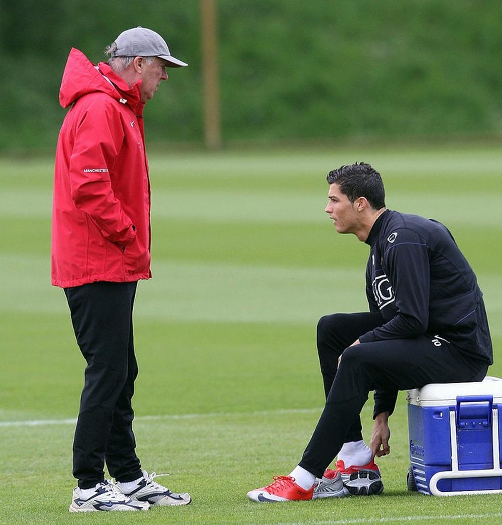 Sir Alex phải đuổi về, Ronaldo mới chịu ngừng tập - Ảnh 2.