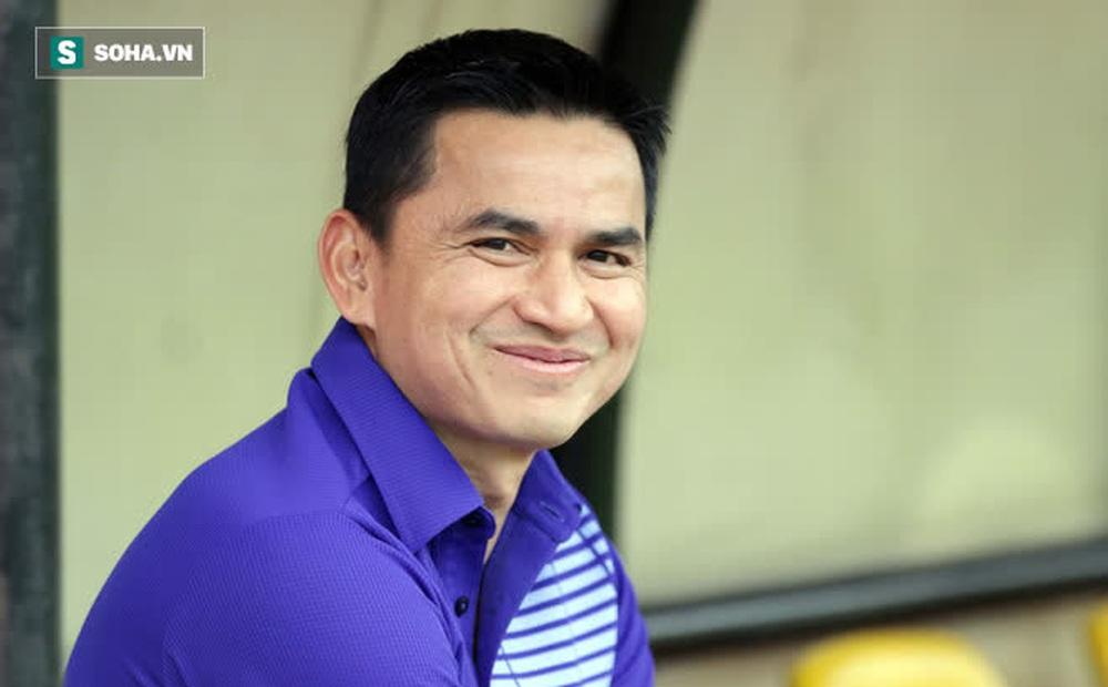 Kiatisuk úp mở về bến đỗ mới sau khi rời HAGL, nói về kịch bản sao Thái Lan đổ bộ sang V.League