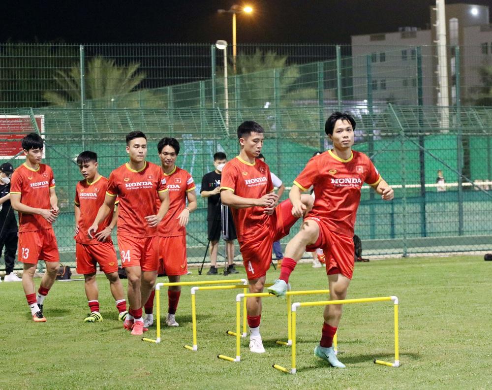 Quế Ngọc Hải chấn thương, tuyển Việt Nam gặp chuyện kém vui trước trận quyết đấu với Oman - Ảnh 2.