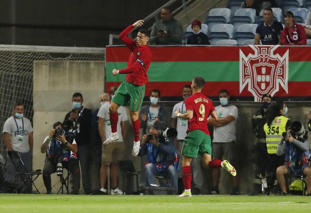 Ronaldo ghi bàn, Bồ Đào Nha thắng đậm chủ nhà World Cup 2022 - Ảnh 2.