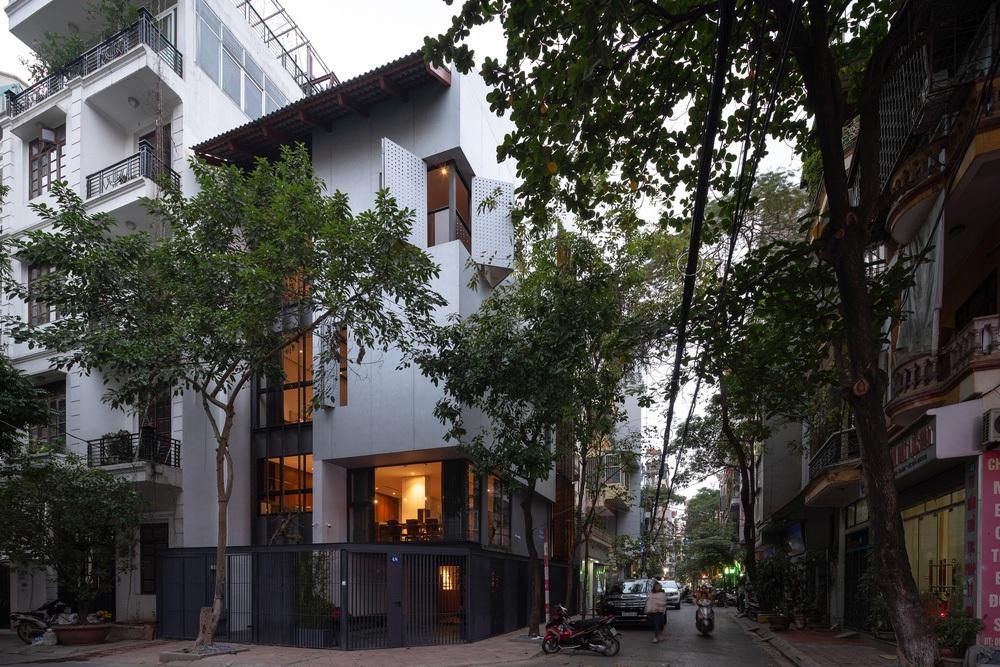 Nhà khoét mái 2 mặt tiền ở Hà Nội: Nhìn từ trên xuống đã trầm trồ, bước vào trong lại phải wow thêm tiếng nữa - Ảnh 19.