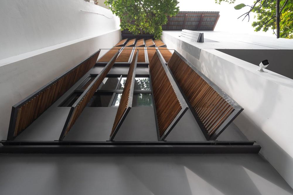 Nhà khoét mái 2 mặt tiền ở Hà Nội: Nhìn từ trên xuống đã trầm trồ, bước vào trong lại phải wow thêm tiếng nữa - Ảnh 7.