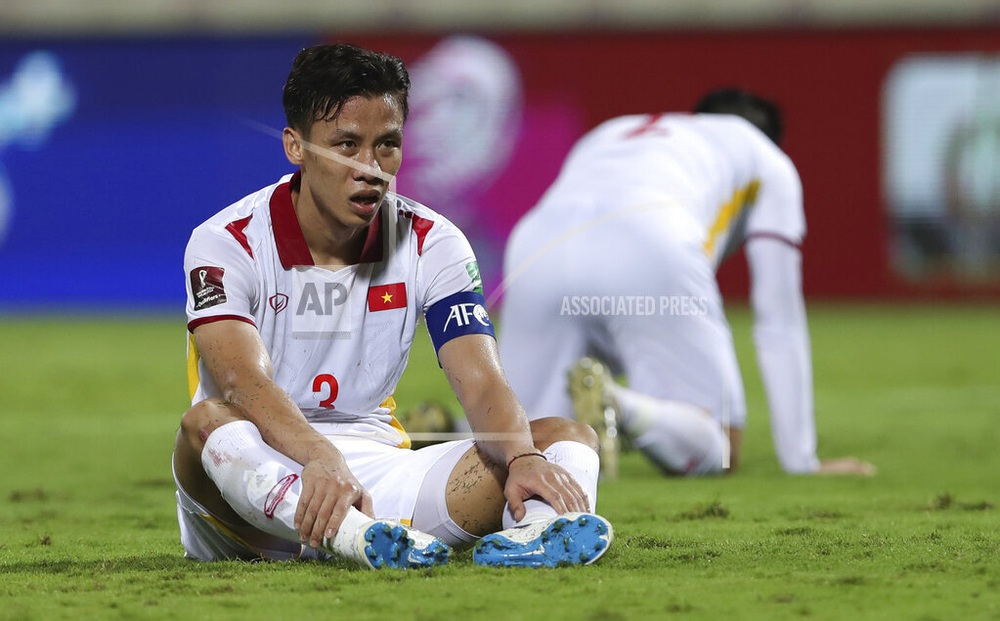 Quế Ngọc Hải chấn thương, tuyển Việt Nam gặp chuyện kém vui trước trận quyết đấu với Oman