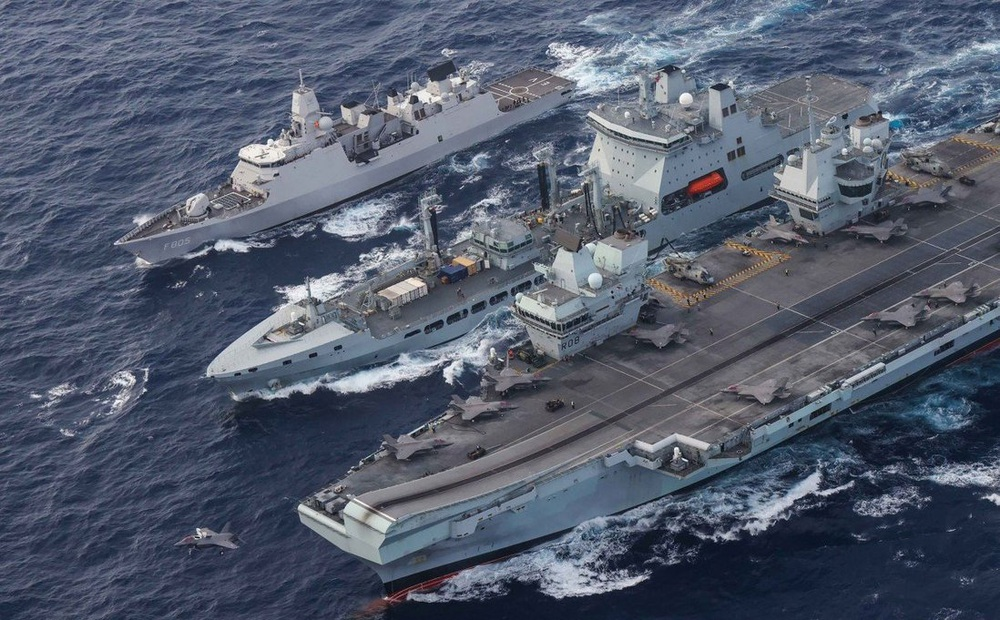"""Trung Quốc hoảng hồn: Ba tàu sân bay đồng loạt vây hãm - Bắc Kinh nhận """"cái tát trời giáng""""!"""