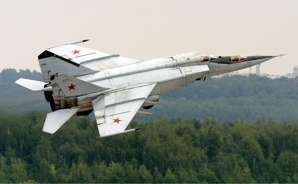 """MiG-25 khiến Trung Quốc choáng váng, F-16 Pakistan truy đuổi: """"Hít khói"""" trong uất hận!"""
