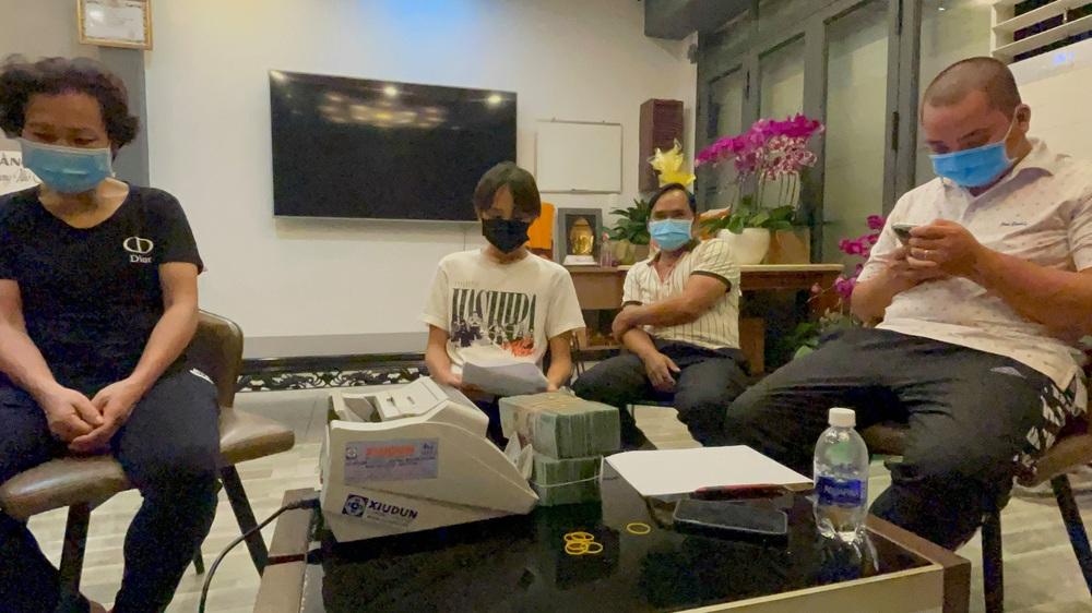 Vụ cát xê ồn ào với cố nghệ sĩ Phi Nhung: Sự nghiệp ca sĩ của Hồ Văn Cường mù mịt từ đây? - Ảnh 1.