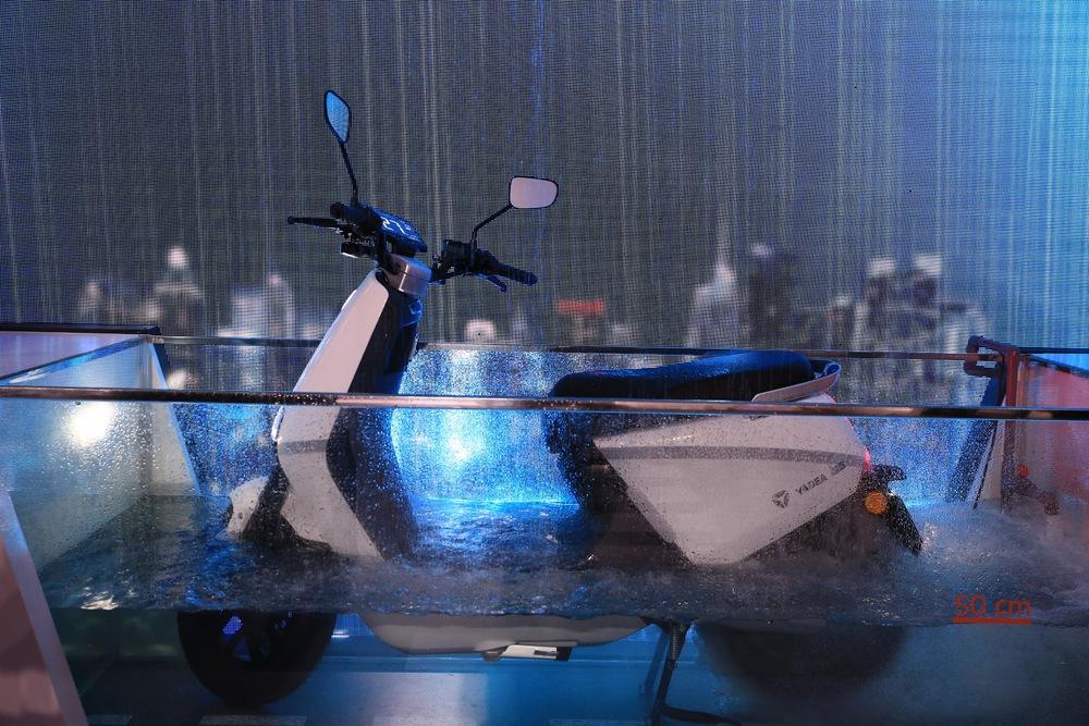 Mẫu xe máy điện đang giảm giá sốc 7 triệu: Sạc đầy pin đi 60km, mưa ngập 50cm vẫn chạy ngon - Ảnh 4.