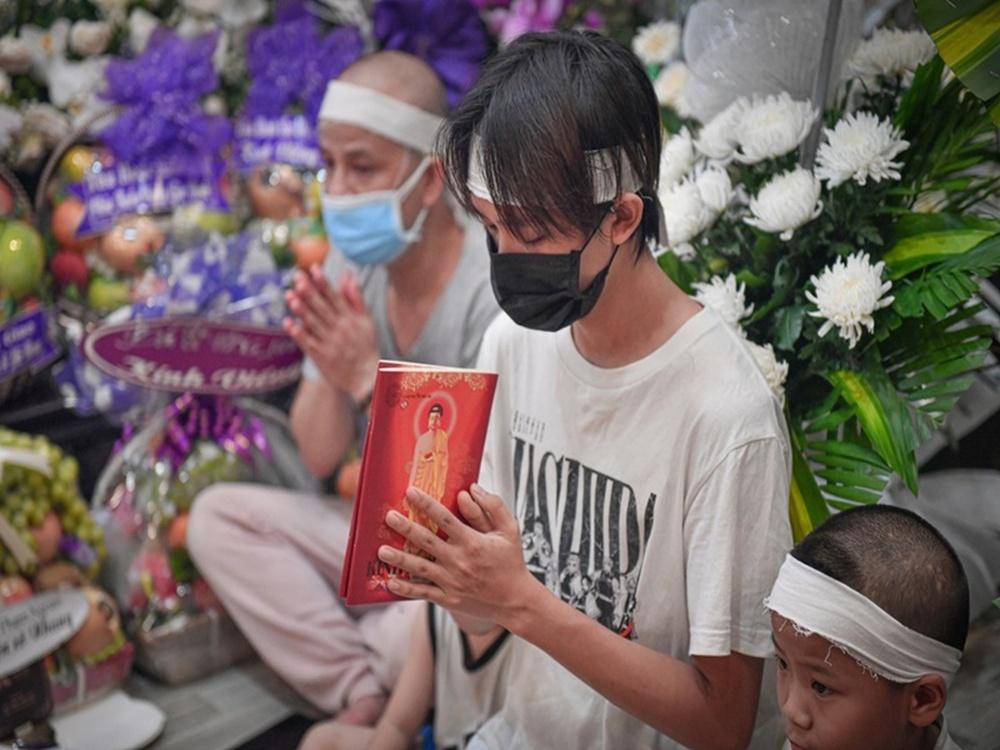 Xót xa lời hứa dang dở của Phi Nhung: Hồ Văn Cường, mẹ sẽ ở bên, hỗ trợ đến khi con vững vàng - Ảnh 2.