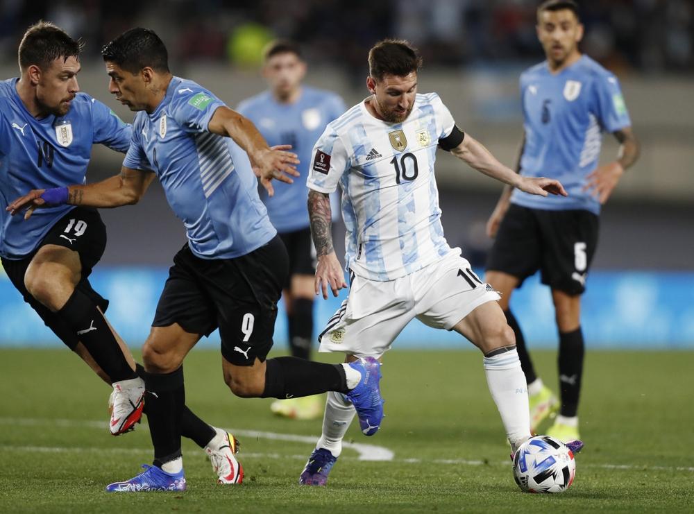 Messi tỏa sáng, Argentina thắng đậm Uruguay - Ảnh 2.
