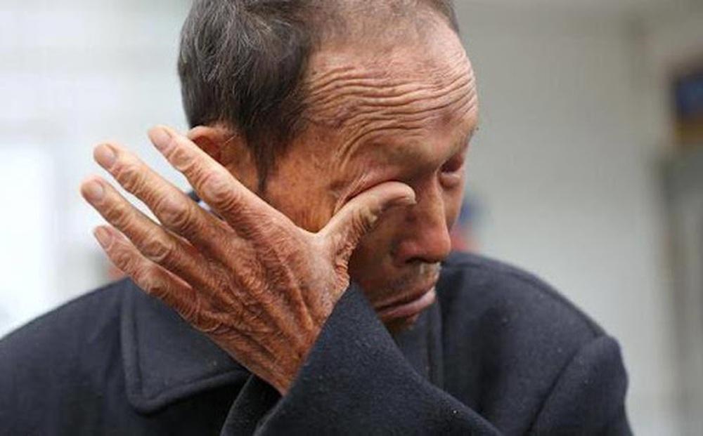 Mất ví khi đi gửi tiết kiệm, người cha già bất ngờ được kẻ trộm gửi cho 700 triệu đồng nhưng sự thật phía sau lại 'tan nát trái tim'!