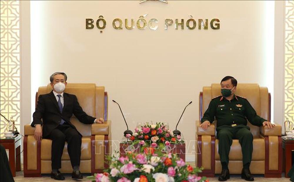 Thứ trưởng Bộ Quốc phòng tiếp Đại sứ đặc mệnh toàn quyền Trung Quốc tại Việt Nam