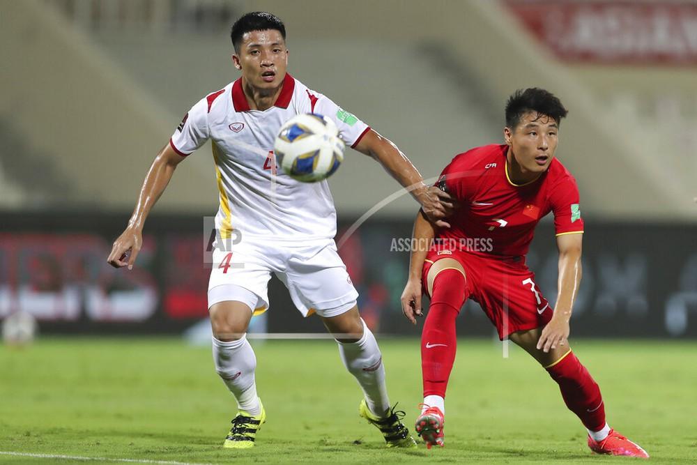 Nhà vô địch AFF Cup: CĐV Oman thổi kèn inh ỏi suốt trận, cầu thủ Việt Nam dễ mất tập trung - Ảnh 6.