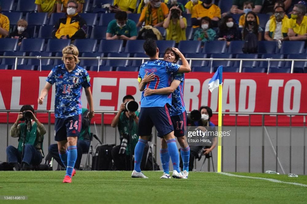 Kết quả Nhật Bản vs Australia: Nhật Bản vượt qua hiểm cảnh trong trận đấu đầy kịch tính - Ảnh 2.