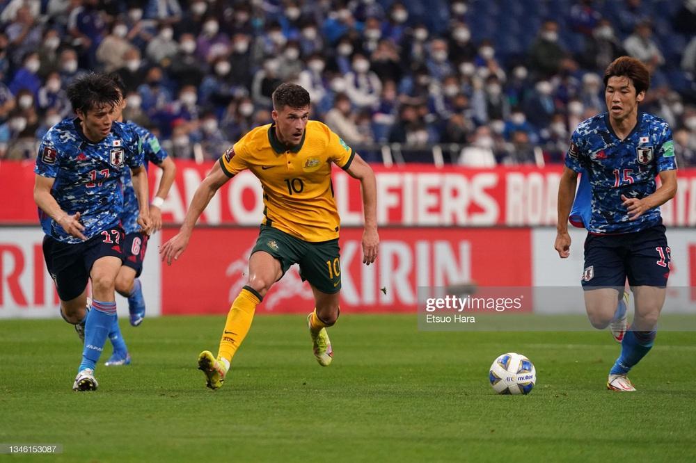 Kết quả Nhật Bản vs Australia: Nhật Bản vượt qua hiểm cảnh trong trận đấu đầy kịch tính - Ảnh 3.