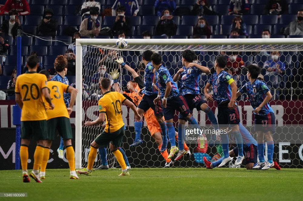Kết quả Nhật Bản vs Australia: Nhật Bản vượt qua hiểm cảnh trong trận đấu đầy kịch tính - Ảnh 5.
