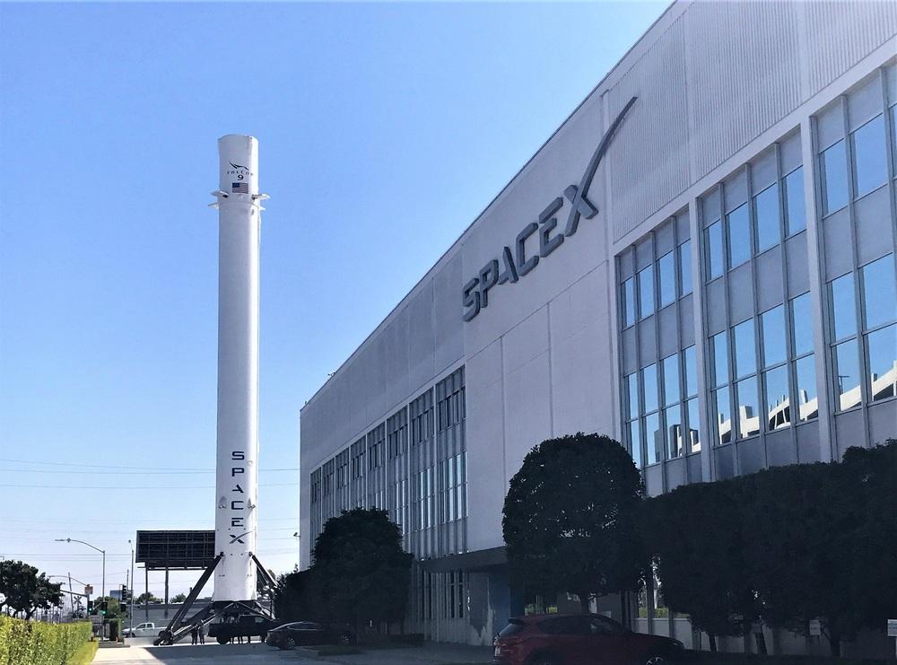 Tỷ phú Elon Musk tiền chất thành núi: SpaceX vượt mốc 100 tỷ USD, giàu thứ hai hành tinh - Ảnh 1.