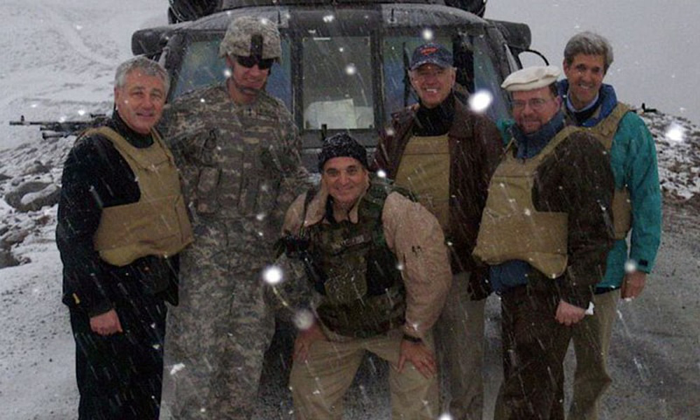 Hành trình ly kỳ rời khỏi Afghanistan của thông dịch viên từng giúp đỡ ông Biden - Ảnh 1.