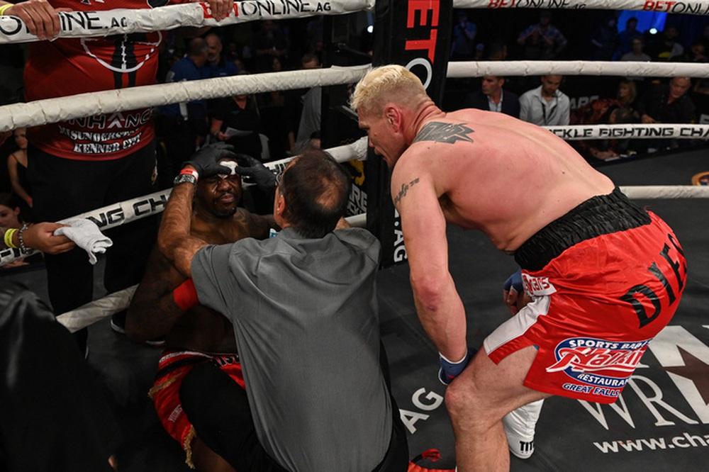 Đấu quyền Anh tay trần, cựu võ sĩ UFC Melvin Guillard bị đấm nứt 5 chỗ ở hốc mắt, suýt rơi khỏi sàn đấu - Ảnh 4.