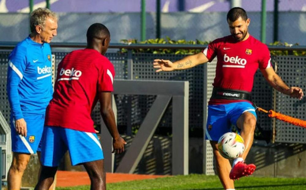 Aguero trở lại tập luyện, sắp đá trận ra mắt Barca