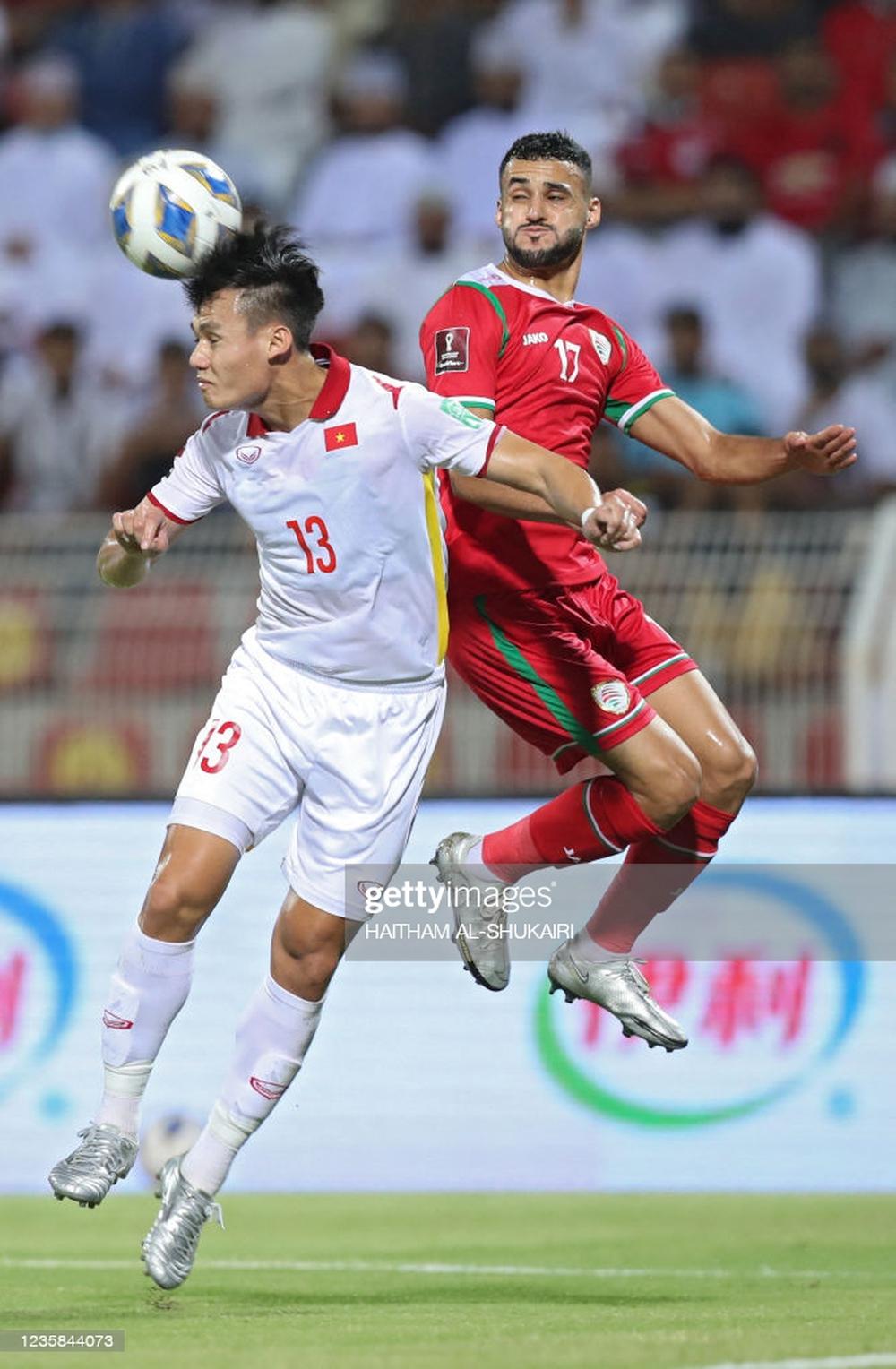 Cựu danh thủ Nguyễn Mạnh Dũng: Đừng đổ tại trọng tài, Oman thắng vì hay hơn ĐTVN - Ảnh 3.