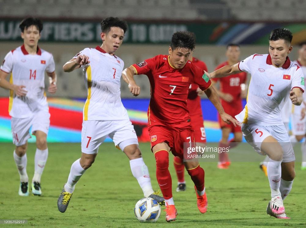Đội nhà vừa đả bại thầy trò HLV Park, PV Trung Quốc đã tỏ ra ghen tỵ với bóng đá Việt Nam - Ảnh 1.
