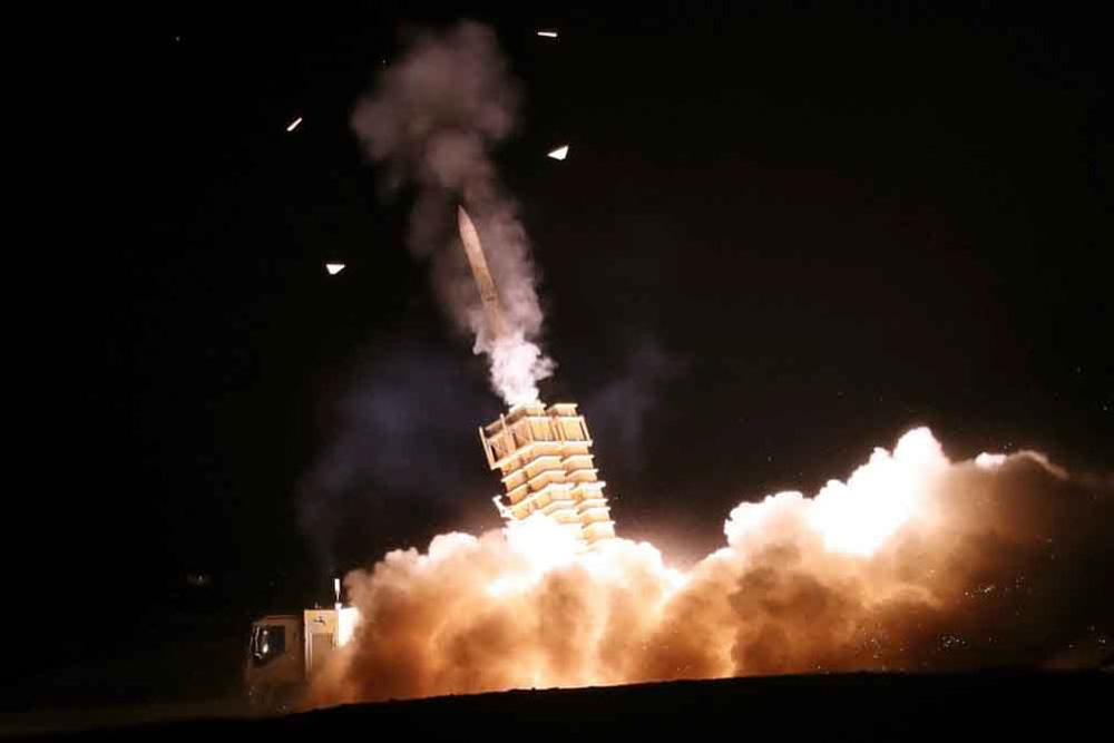 24h qua ảnh: Tượng phật khổng lồ nổi bật trong đêm ở Thái Lan - Ảnh 4.