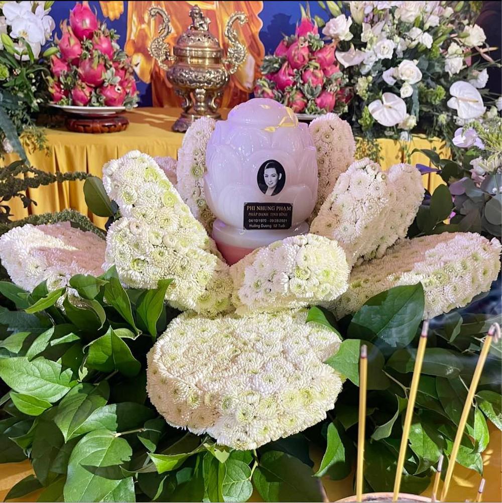 Việt Hương làm điều cực xúc động trong tang lễ Phi Nhung - Ảnh 3.