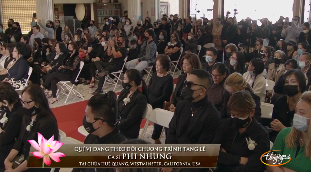 Quản lý Phi Nhung đã âm thầm sang Mỹ, buồn bã xuất hiện trong tang lễ - Ảnh 3.