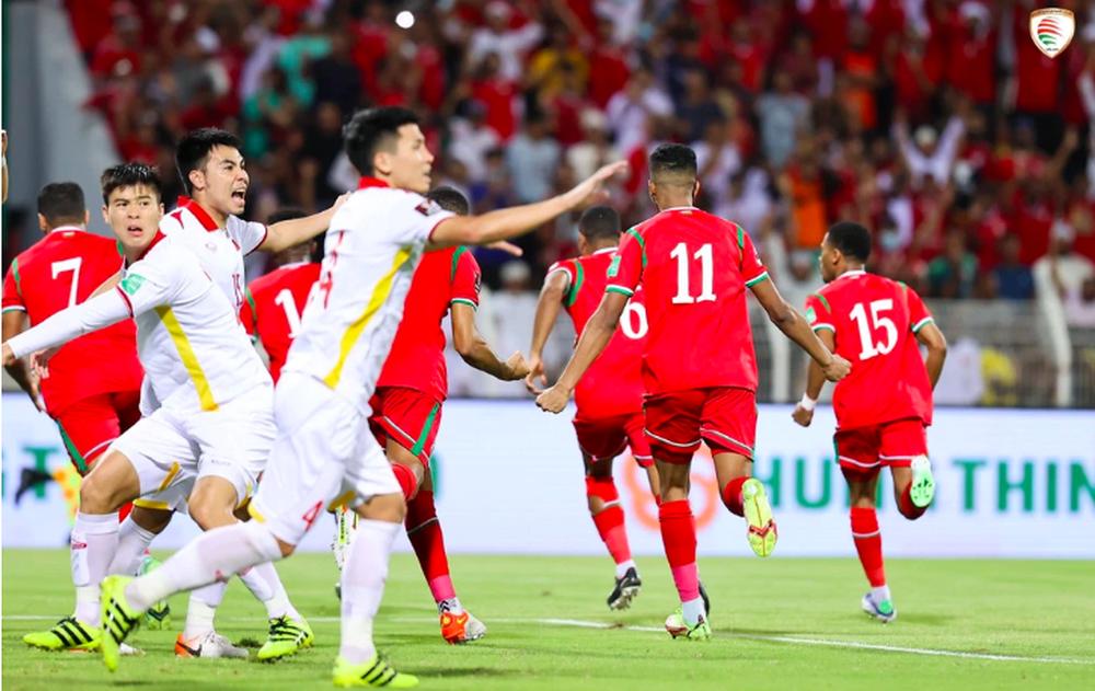 Việt Nam thua Oman, CĐV Trung Quốc cảm thán: Muốn thắng họ có lẽ phải nhập tịch cả 11 cầu thủ - Ảnh 1.