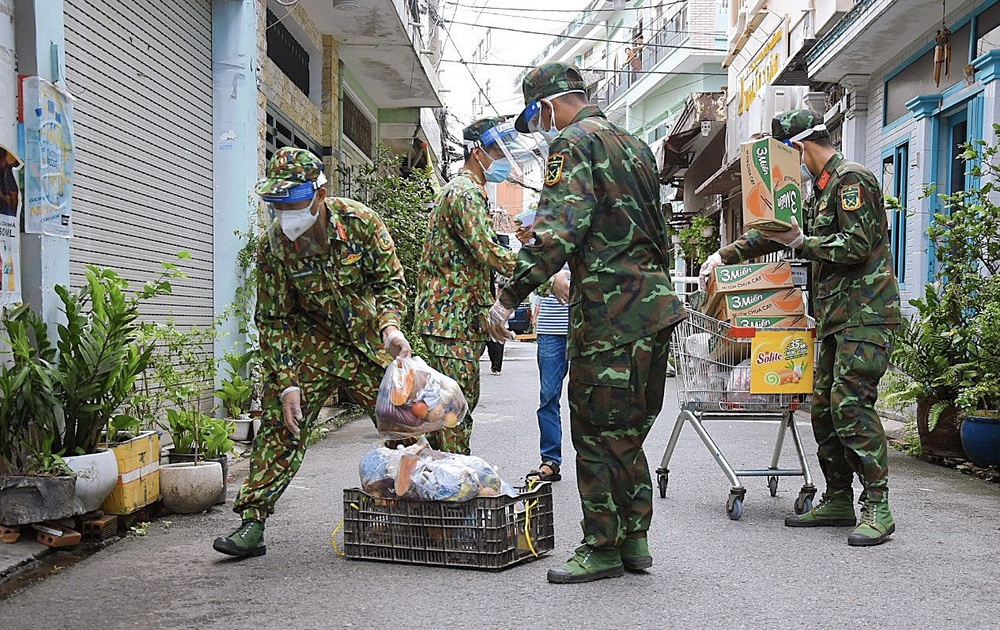 Bộ đội chi viện giúp TP.HCM phòng, chống dịch bắt đầu rút quân từ hôm nay - Ảnh 1.