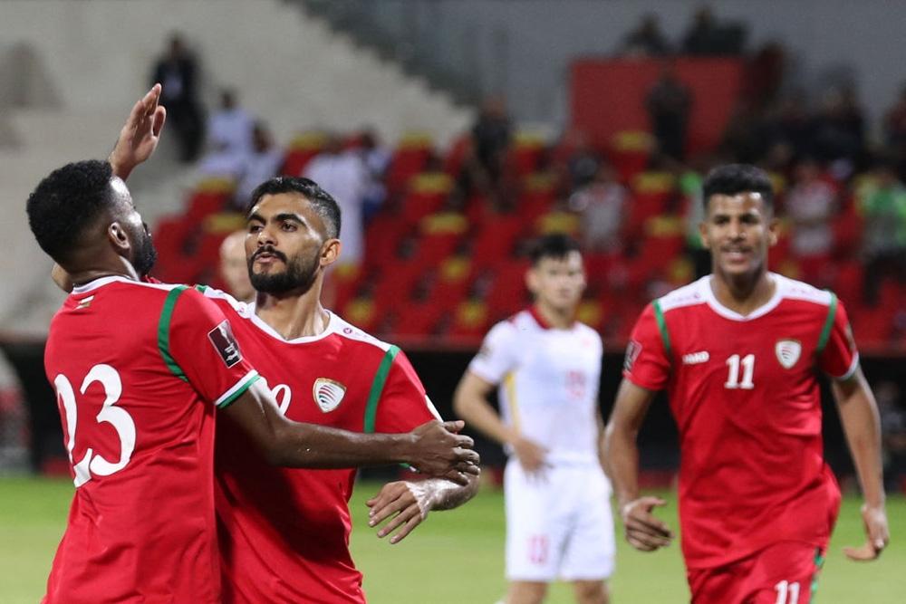 Kết quả Oman vs Việt Nam: Hàng thủ chơi thảm hại, thầy trò HLV Park Hang-seo nhận trận thua muối mặt - Ảnh 4.