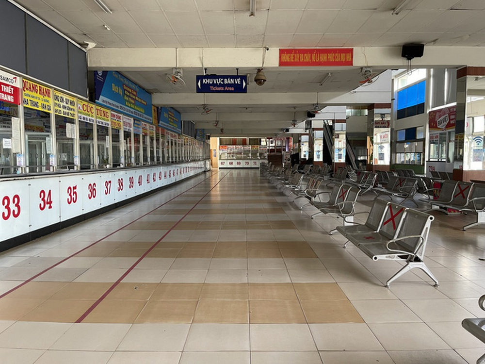 Cận cảnh ngày đầu mở cửa bến xe khách ở TP HCM - Ảnh 1.