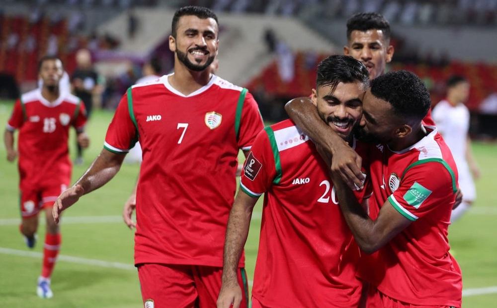 """Kết quả Oman vs Việt Nam: Hàng thủ chơi thảm hại, thầy trò HLV Park Hang-seo nhận trận thua """"muối mặt"""""""