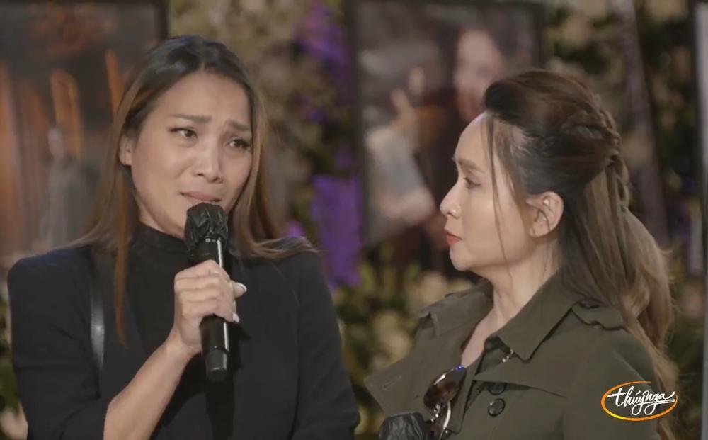 Hồng Ngọc khóc trong tang lễ Phi Nhung: Tức lắm, chị không thể chết như vậy được chị ơi!