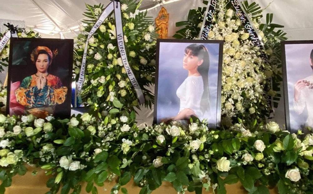 Việt Hương làm điều cực xúc động trong tang lễ Phi Nhung