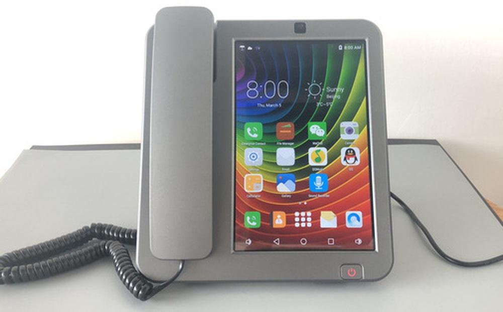 Cận cảnh chiếc điện thoại bàn thông minh chạy Android đang hot trên MXH những ngày qua