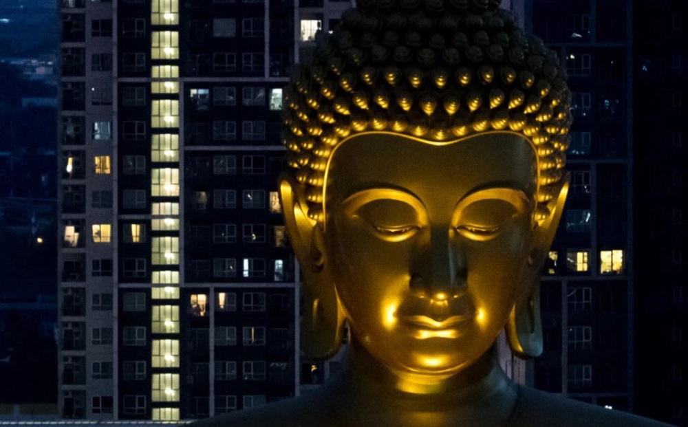 24h qua ảnh: Tượng phật khổng lồ nổi bật trong đêm ở Thái Lan