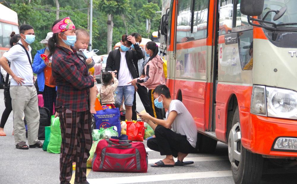 """Kiểm tra phản ánh người dân đi xe khách từ miền Nam về Nghệ An bị """"chém"""" giá 2,5 triệu đồng"""