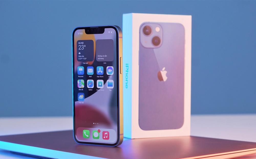 Cận cảnh iPhone 13 mini trước ngày lên kệ, có nên lên đời iPhone 12 mini?