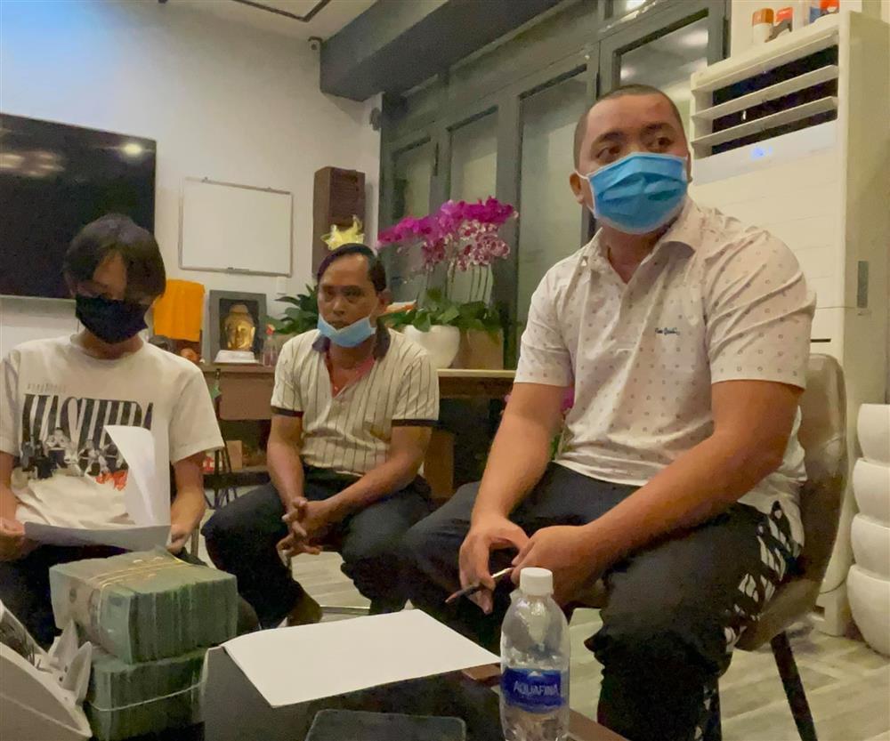 Hồ Văn Cường bị soi mặc 1 bộ nhiều ngày, gương mặt phờ phạc: Tình trạng sức khoẻ khiến dân mạng lo lắng - Ảnh 3.
