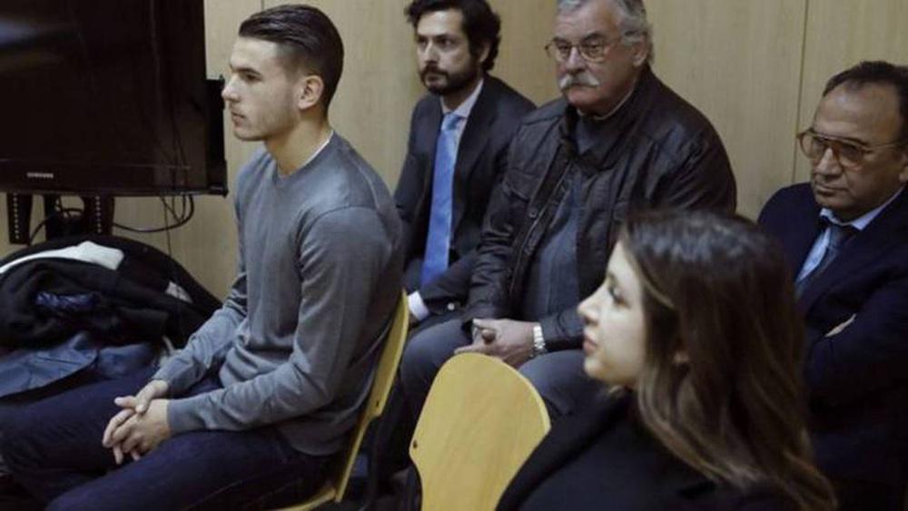Nhà vô địch World Cup 2018 bị tòa ra lệnh bỏ tù 1 năm vì... làm lành với vợ - Ảnh 1.