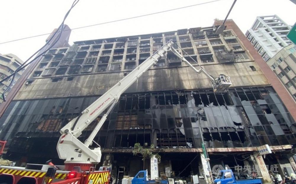 Cháy chung cư 13 tầng ở Đài Loan: Ít nhất 40 người chết, 60 người bị thương